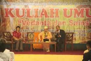 Subhag-Swami-giving-Lecture