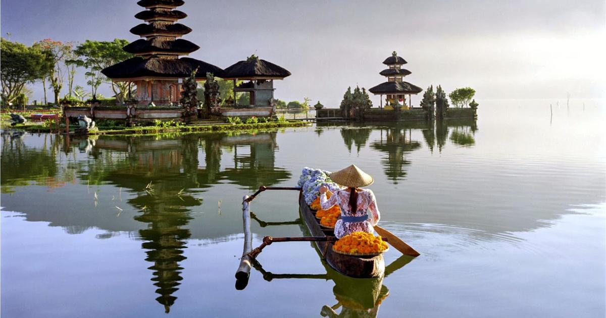 Danau Beratan Temple